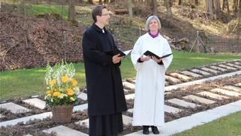Pfarrer Michael Ziegler und Gemeindeleiterin Dorothee Fischer bei den Fürbitten.