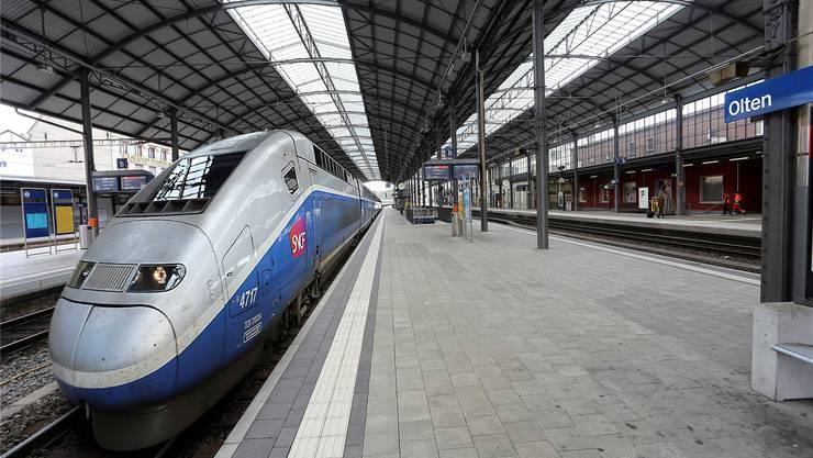 Heute noch Fotomontage, ab 15. Dezember Realität: der französische TGV im Bahnhof Olten.