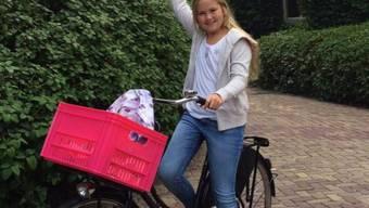 Auch Kronprinzessin Amalia muss mit dem Velo zur Schule - nichts mit Chauffeur (Bild aktuell).