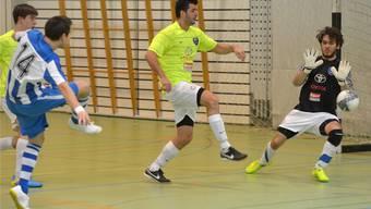 Goalie Philipp Liebherr hat kein Chance gegen den Schuss von Alessandro Facchinetti zum 2-0.