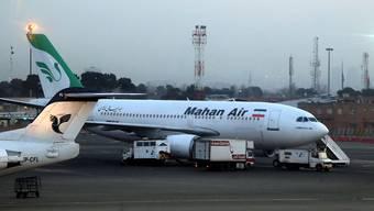 Die iranische Luftfahrtgesellschaft Mahan Air darf Deutschland nicht mehr anfliegen. (Archivbild)