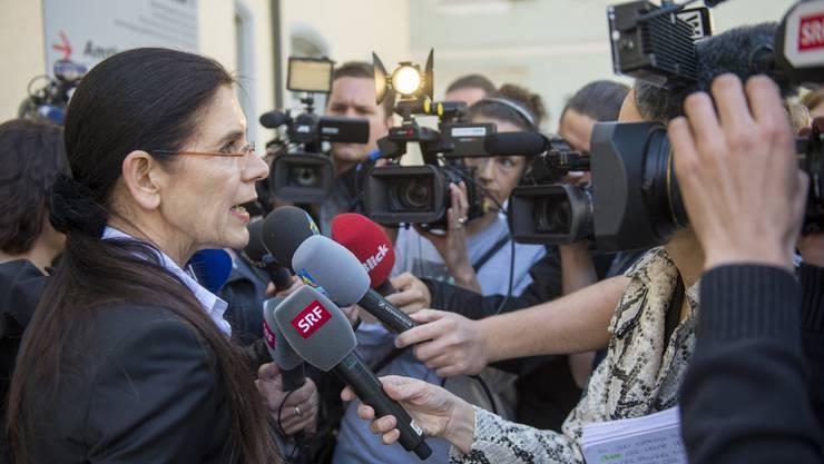 Staatsanwältin Claudia Wittmer beantwortet nach dem Gerichtsprozess die Fragen der Journalisten.