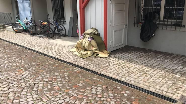 In der Altstadt wird fleissig aufgeräumt nach dem Unwetter. Die Spuren sind unübersehbar.