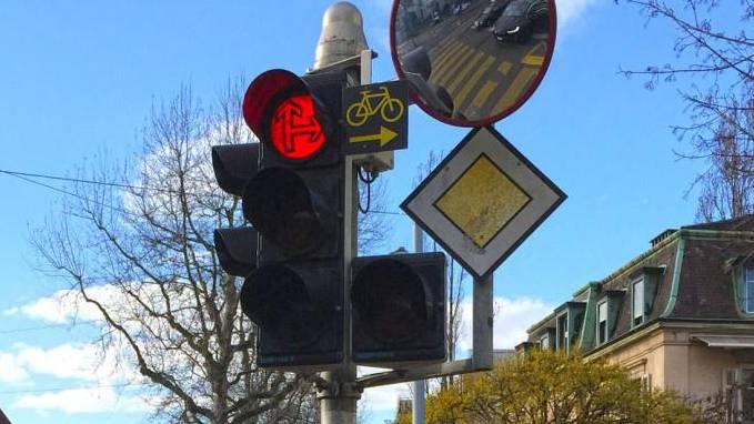 Ab 2021 dürfen Velofahrer bei Rot rechts abbiegen