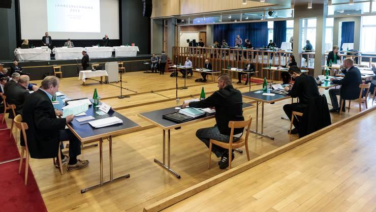 Der Grenchner Gemeinderat tagt am 12.Mai 2020 im Parktheater. Bei der neuen Sitzordnung gibt es viel Platz