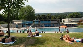 Die Rampe zwischen dem Nichtschwimmer- und Schwimmerbecken ist seit dem Umbau 2013 im Fondli abgeflacht, sodass sie gehbehindertengerecht ist.