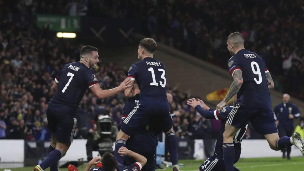 Schottland auf Playoff-Kurs - Dänemark und England souverän
