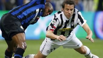 Inter (Bild/l.: Samuel Eto\'o) Sieger im Duell mit Juve (Del Piero)
