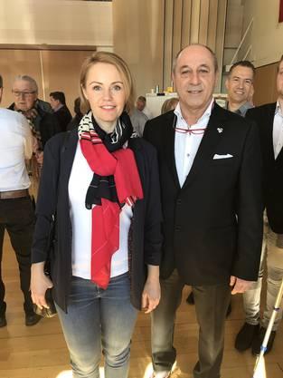Ortssektionspräsident Rolf Wyssling mit Natalie Rickli