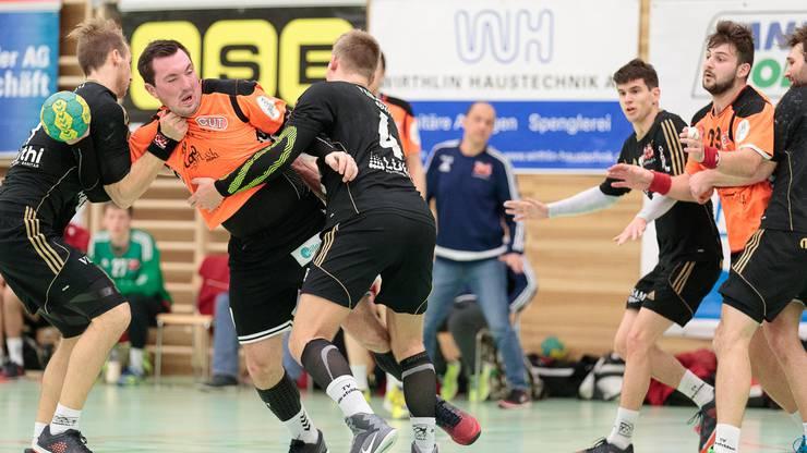 Florian Doorman (zweiter von links) führte seine Farben aus der kritischen Phase im letzten Spielabschnitt.