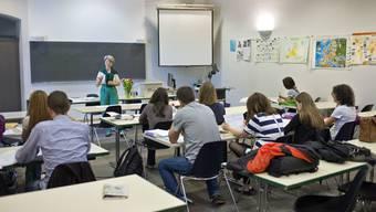 An der Universität Basel (im Bild eine Vorlesung im Europa-Institut) studierten im Herbstsemester 2609 Personen mit Wohnsitz Baselland, 2178 stammen aus Basel-Stadt und insgesamt knapp 2000 Studierende aus den Kantonen Aargau und Solothurn.