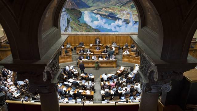 Blick in den Nationalratssaal: Immer noch sitzt «die Linke» vom Präsidenten aus gesehen links und «die Rechte» rechts.