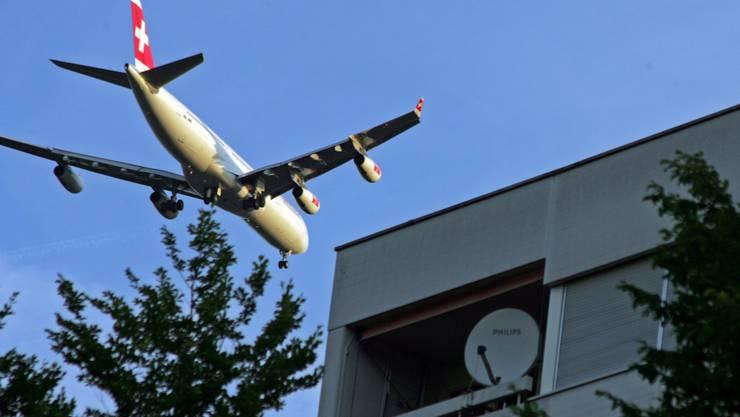 Der zürcher Regierungsrat befürwortet die Stellungnahme zum SIL-Schlussbericht Pistenausbau am Flughafen. (Bild: Alexander Walder)