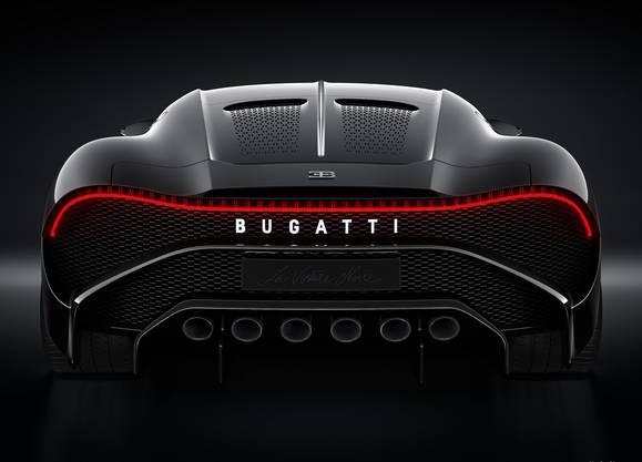 """Bugatti zeigt mit """"La Voiture Noire"""" eine neue Kreation mit 1500 PS. Der Supersportler ist mit einem Preis von rund 13 Millionen Franken der teuerste Neuwagen der Welt – und wird genau einmal gebaut."""