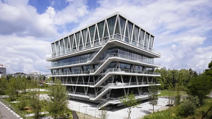 Schulhaus Leutschenbach. Erbaut für 56,5 Millionen und vor gut einer Woche eingeweiht. Das Gebäude des Zürchers Christian Kerez sorgte schon in der Bauphase international für Furore.