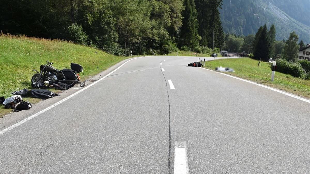 An beiden Motorrädern entstand Totalschaden.