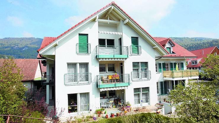 Die Liegenschaften: Ein Haus der Wohnbaugenossenschaft steht im Unterdorf, das andere im Oberdorf.