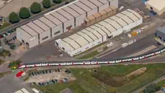 Bombardier-Fabrik in Villeneuve im Waadtland: Der Zughersteller baut in der Schweiz hunderte Stellen ab. (Archivbild)