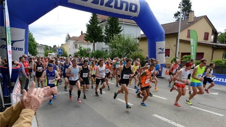 Start des 18. Grenchenberglaufs vor 2 Jahren. Aufgrund der beschädigten Bergstrasse wird am Sonntag eine neue Route gewählt.