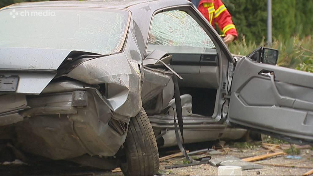 Tägerschen TG: Spektakulärer Unfall fordert zwei Verletzte