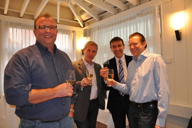 """Apéro des Ja-Komitees im Hotel Sommerau zur Abstimmung """"Gestaltungsplan Silbern"""" in Dietikon im Jahr 2012. Im Bild zu sehen sind Martin Romer (FDP), Markus Erni (SVP), Thomas Wirth (EVP) und Josef Wiederkehr (CVP)."""
