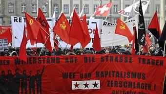 Anti-WEF-Bündnis zieht durch Basels Strassen