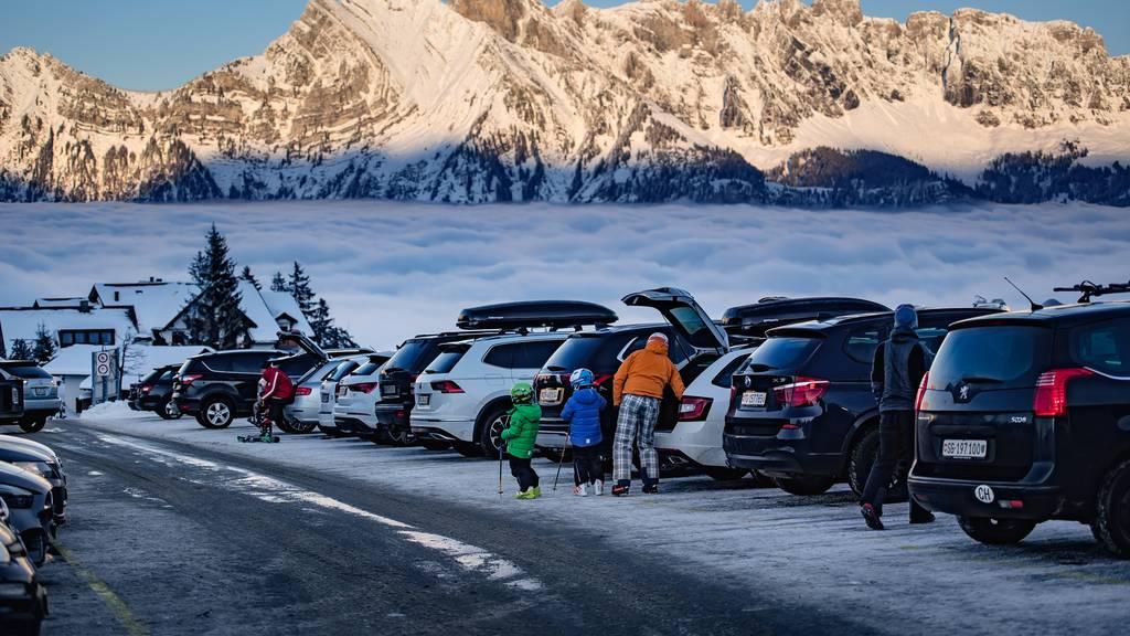 Nach Besucheransturm: Flumserberg schränkt Parkplätze ein