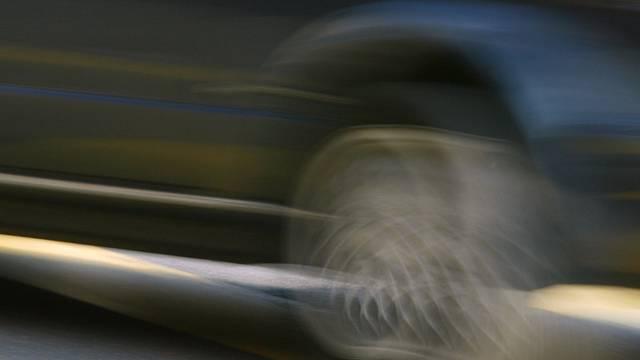 Der Autofahrer beging nach dem Unfall Fahrerflucht (Symbolbild)