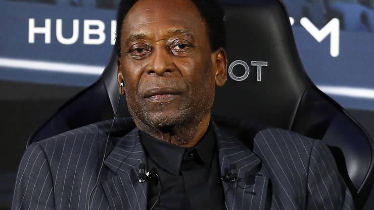 Pelé muss sich einem Eingriff unterziehen