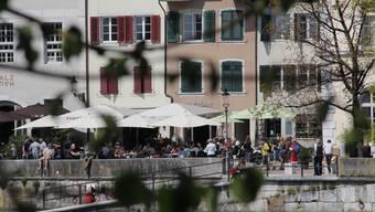 Nur an wenigen Tagen bescherte der Frühling volle Restaurants am Aarequai. (Archiv)