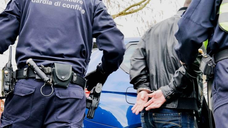 Mutmassliche Einbrecher nach Tat erwischt (Symbolbild).