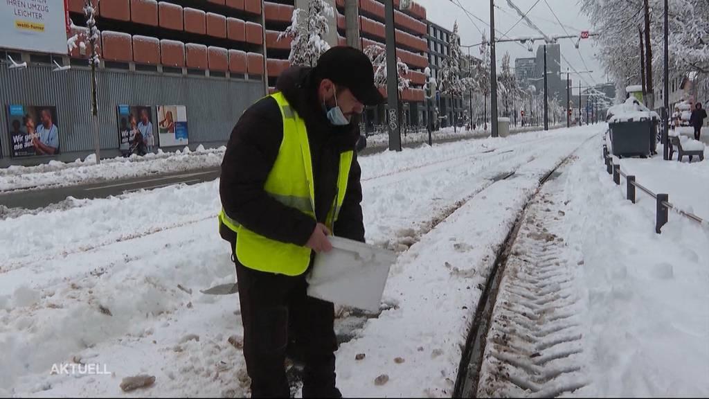 Schneechaos in Zürich: Vereinzelte Busse und Trams verkehren wieder