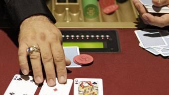 Beim Pokerspiel fand der Überfall statt (SYmbolbild)