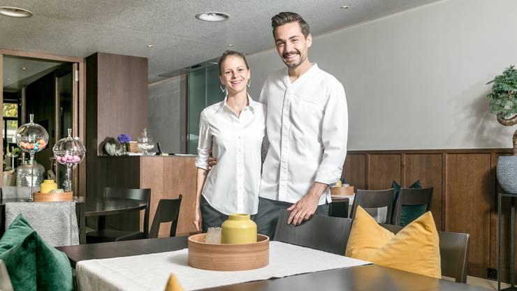Sie haben Grund zum Strahlen: Das Wirtepaar Alexandra und Manuel Steigmeier in der Gaststube des Restaurant Fahr.