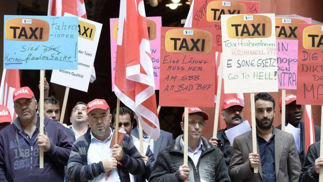 Basler Taxifahrer demonstrieren gegen zu niedrige Löhne
