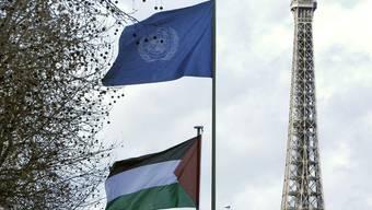 Erstmals offiziell gehisst: die palästinensische Flagge vor dem UNESCO-Hauptsitz in Paris