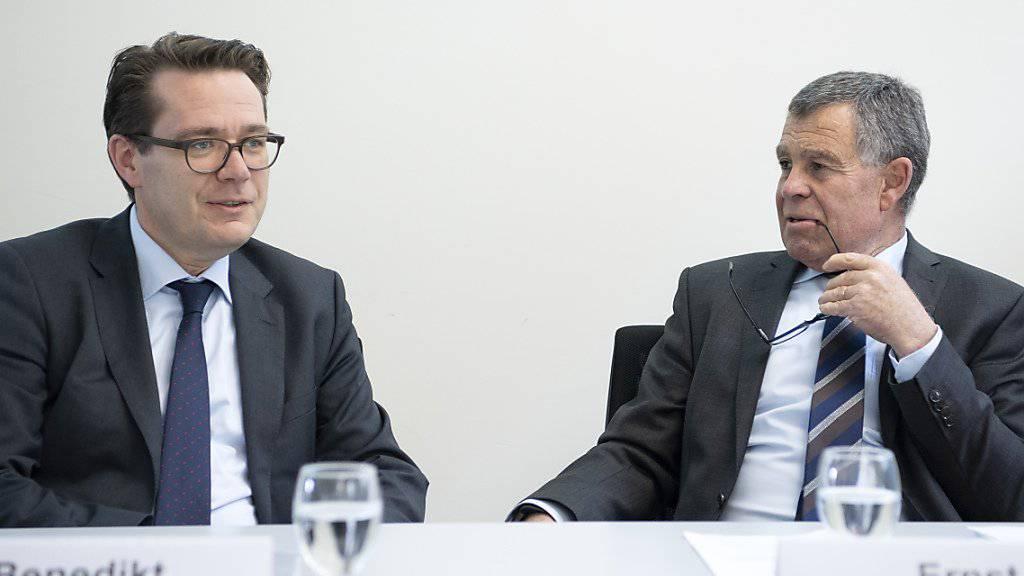 Der Präsident der Konferenz der Kantonsregierungen, der St. Galler Finanzdirektor Benedikt Würth, sowie der Zürcher Finanzvorsteher Ernst Stocker, haben die Vorteile der Steuerreform und der AHV-Finanzierung aus der Sicht der Kantone erörtert. (KEYSTONE/Peter Schneider)