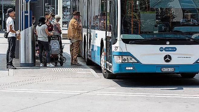 Der 303er fährt in Richtung Killwangen weiterhin vom Busterminal ab. In Richtung Schlieren verkehrt er ab der Bahnhofstrasse.