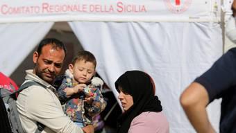 Das italienische Rote Kreuz versorgt die Bedürftigen (Archivbild)