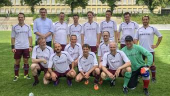 Pfarrer, Imame und Rabbiner auf dem Rasen: Der FC Religionen an einem Spiel in Zürich Wipkingen im Jahr 2018.