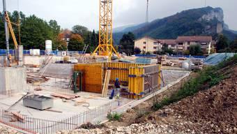 In der Neumatt wird bereits tüchtig gebaut (Foto), und für die Überbauung Byfangpark fand bereits der symbolische Spatenstich statt. wak