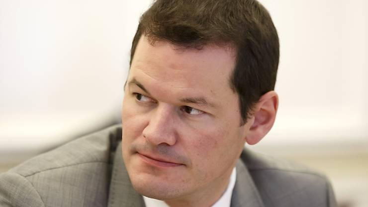 Der Genfer FDP-Staatsrat Pierre Maudet hatte nach einer umstrittenen Reise nach Saudi-Arabien eine Krise in der Rhone-Stadt ausgelöst. Die Turbulenzen waren nun Auslöser einer neuen Gesetzesvorlage. (Archivbild)