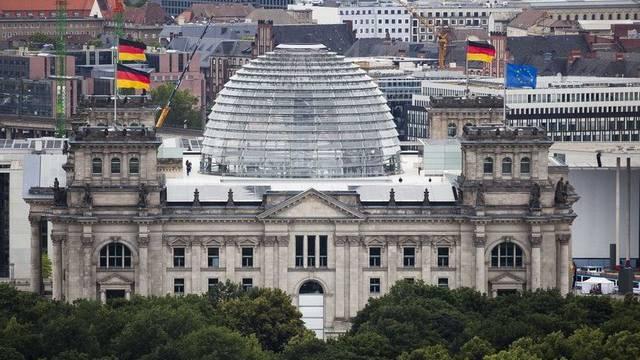 Blick auf den Reichstag in Berlin (Archiv)