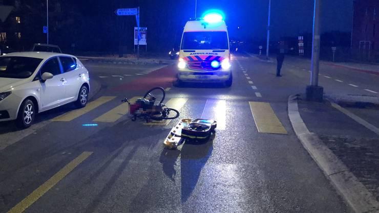 Zuchwil SO, 29. März: Eine Fahrradfahrerin wird auf dem Fussgängerstreifen von einem Auto erfasst und schwer verletzt ins Spital gebracht.