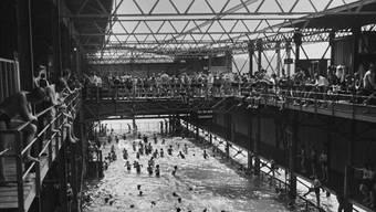 In den 1930er-Jahren war das Rheinbad Breite noch doppelt so gross. Männer und Frauen badeten damals geschlechtergetrennt.