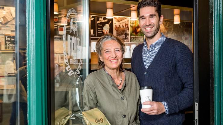Die Biologin Regina Frey und Ramon Schalch, Geschäftsführer der Vicafé Espressobar, fördern das Orang-Utan-Coffee-Projekt in Sumatra. Sandra Ardizzone