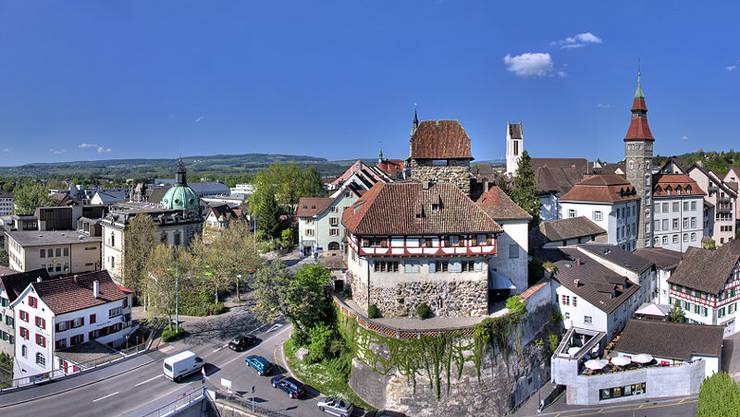 800px-20080507_1708MESZ_Schloss_Frauenfeld_1680x1050_HDR.jpg