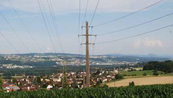 Hochspannung im Reusstal: Links die Swissgrid-220-kV-Leitung, rechts die Axpo-110-kV-Leitung, beide werden erneuert.