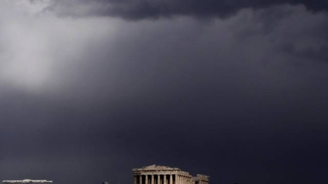Sturmwolken über dem Parthenon der Athener Akropolis (Archiv)