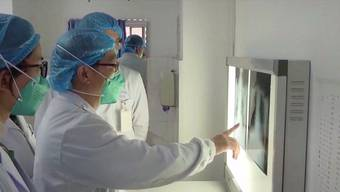 Im Kampf gegen das Sars-CoV-2-Virus haben sich schon  über 1700 Ärzte und Pflegekräfte angesteckt.